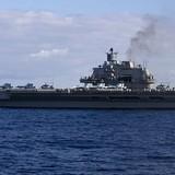 [Video] Máy ném bom của Anh bay giám sát hạm đội tàu chiến Nga