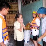 Tiền hàng cứu trợ mưa lũ miền Trung bị thôn thu lại, dân bức xúc