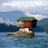 Những căn nhà xây trên địa hình không tưởng