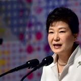 Tổng thống Hàn Quốc chấp nhận bị điều tra về bê bối bạn thân