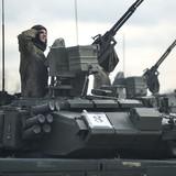 """[Video] So sánh độ bền của chiến xa Nga và sự """"mong manh"""" của xe tăng Mỹ"""