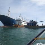 """""""Tàu ma"""" trôi dạt ở Bình Thuận: Tim thấy bằng khen có chữ Trung Quốc"""
