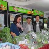 Thực phẩm bẩn vào cửa hàng thực phẩm sạch: Niềm tin lung lay