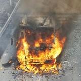 Xe khách 50 chỗ bốc cháy ngùn ngụt trên đại lộ Thăng Long