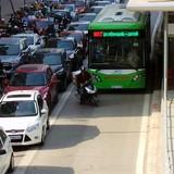 <span class='bizdaily'>BizDAILY</span> : Vì sao cơ quan chức năng chưa xử phạt người lấn làn buýt nhanh?