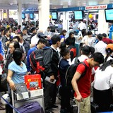 <span class='bizdaily'>BizDAILY</span> : Vì sao các hãng hàng không bị cắt một nửa số chuyến đăng ký bay thêm dịp Tết?