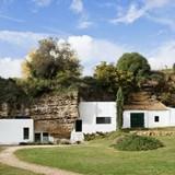 Choáng ngợp với ngôi nhà xây dựng dưới hang đá tại Tây Ban Nha