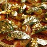 [Video] Bánh pizza phủ vàng 2.000 đôla mỗi chiếc