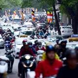 Biển người đi lễ ở Hà Nội trong ngày làm việc đầu năm