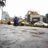 Người Sài Gòn trong trận ngập do mưa bất thường mùng 6 Tết