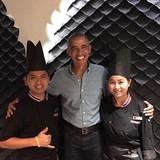 Obama về quê chơi golf, ăn đồ Thái
