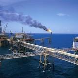 Tăng sản lượng dầu thô để đảm bảo tăng trưởng