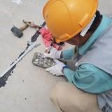 """Đường """"tráng xi măng trên cát"""": Giám đốc Sở Giao thông đến kiểm tra, nhà thầu đứng ... hỗ trợ"""
