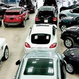 """Giá xe ô tô giảm mạnh, khách mua vẫn """"đủng đỉnh"""""""