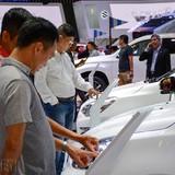 """Thị trường ô tô lao dốc trong """"bão"""" giảm giá"""