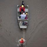 Người Việt đùm bọc nhau trong lũ lụt ở Houston