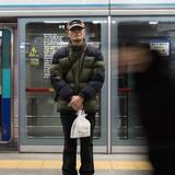 Làm việc ở tuổi xế chiều: Thực tế nghiệt ngã của người già Hàn Quốc