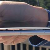 Tiếp tục xuất hiện hàng loạt iPhone 8 Plus gặp sự cố phồng pin bật cả màn hình