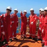 """Lương của lao động ngành dầu khí """"lao dốc"""" theo giá dầu thô"""