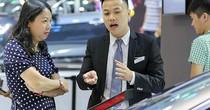 Giá ôtô giảm sâu tại Việt Nam - nhân viên bán xe lo thất nghiệp