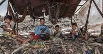 Ám ảnh cuộc sống mưu sinh trên bãi rác khổng lồ ở Indonesia