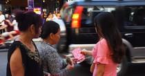 Pháo hoa Đà Nẵng: Xuất hiện vé chợ đen ngay cạnh cổng kiểm soát
