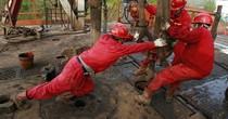 Giá dầu giảm 2% xuống đáy 3 tháng