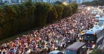 Ám ảnh kẹt xe ở hầm vượt sông Sài Gòn: Cần mở rộng làn xe 2 bánh