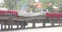 """[Video] Cầu """"võng"""" ở Quảng Nam"""
