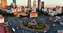 Fitch Revises Outlook for Vietnam to Positive, Warns of Toxic Debt