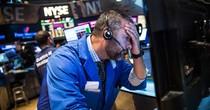 """""""Bóng ma"""" chiến tranh thương mại quay lại, Dow Jones bay hơn 700 điểm"""