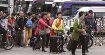 <span class='bizdaily'>BizDAILY</span> : Khách Trung Quốc ồ ạt nhập cảnh qua cửa khẩu Móng Cái: Mối nguy hay cơ hội?