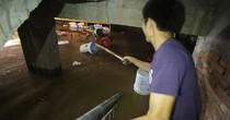 [Video] Hơn 50 hầm biệt thự ở Hà Nội ngập trong nước mưa