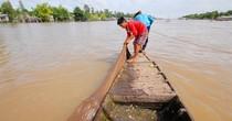 [Video] Đặt dớn cá lúc 3h sáng kiếm tiền triệu mỗi ngày