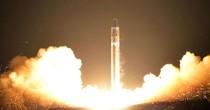 Triều Tiên bị nghi chỉnh sửa ảnh phóng tên lửa Hwasong-15