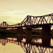 Cầu Long Biên và những câu chuyện không giống ai