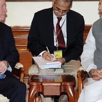 Thượng nghị sĩ John McCain thăm Ấn Độ, lên kế sách đối phó TQ