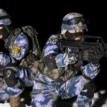 Lính thủy đánh bộ Trung Quốc rầm rộ tập trận tại Tân Cương