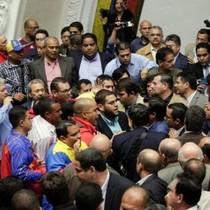 Vì sao Venezuela rơi vào hỗn loạn?