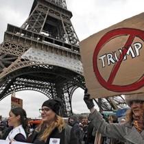 """""""Gây sự"""" với Paris, ông Donald Trump bị """"phản đòn"""""""