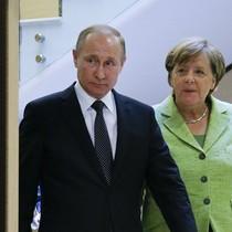 Gặp Thủ tướng Đức, ông Putin đòi trừng trị kẻ dùng vũ khí hóa học ở Syria
