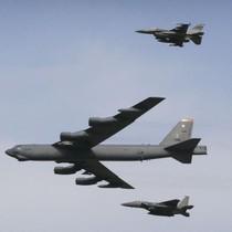 """Chiến đấu cơ Nga chặn """"pháo đài bay"""" B-52 của Mỹ trên Biển Baltic"""