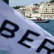 """Chiến lược """"cá mập"""" của Uber đã """"đi quá xa""""?"""