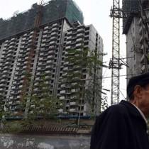 """Kinh tế Trung Quốc """"rùng mình"""" sau các biện pháp hạ nhiệt thị trường bất động sản"""