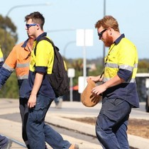 Lương thấp, nhiều người Úc nợ ngập đầu