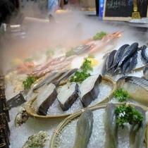 Học theo người Nhật, người Trung Quốc đua nhau ăn cá sống