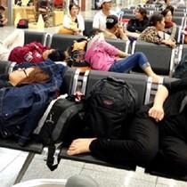 Vietnam Airlines hủy chuyến, hành khách nằm vạ vật ở sân bay Frankfurt