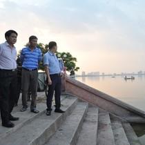 Chủ tịch Hà Nội thị sát hiện trường cá chết trắng Hồ Tây