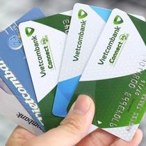 Hàng loạt khách hàng Vietcombank bỗng nhiên bị khóa thẻ