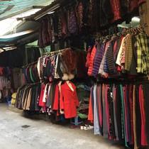 """""""Đường dây ngầm"""" sau chiếc áo secondhand ngàn USD về Việt Nam"""